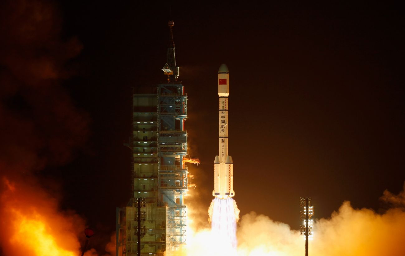 Китай вывел на орбиту два мультимедийных спутники