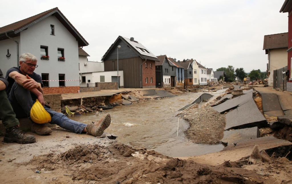 Наводнения в Германии: 30 000 человек остаются без питьевой воды и электричества