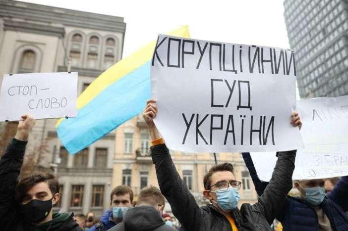 Хто скористається конституційним кризою в Україні?