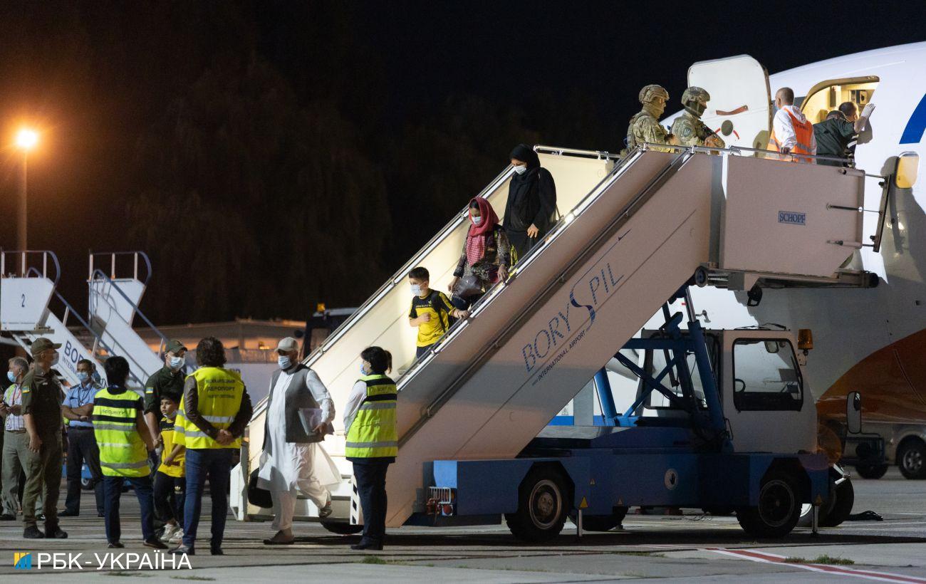В Україну прибув рейс з евакуйованими з Афганістану