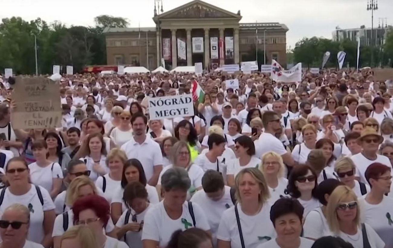 В Венгрии более тысячи медсестер вышли на протесты: требуют повышения зарплаты