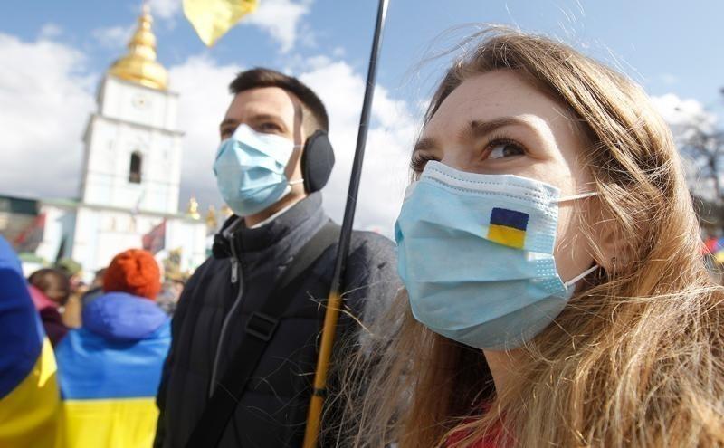 В Україні за добу виявили більше двох тисяч нових хворих COVID-19 – РНБО