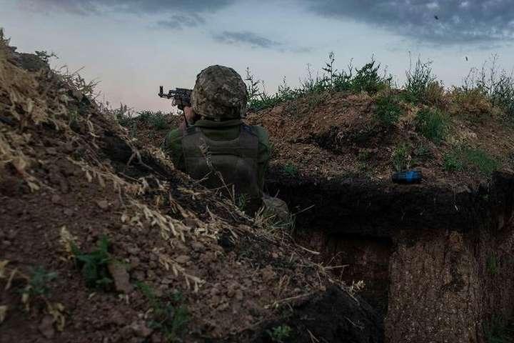 Російські найманці на Донбасі за добу п'ять разів обстріляли бійців Об'єднаних сил