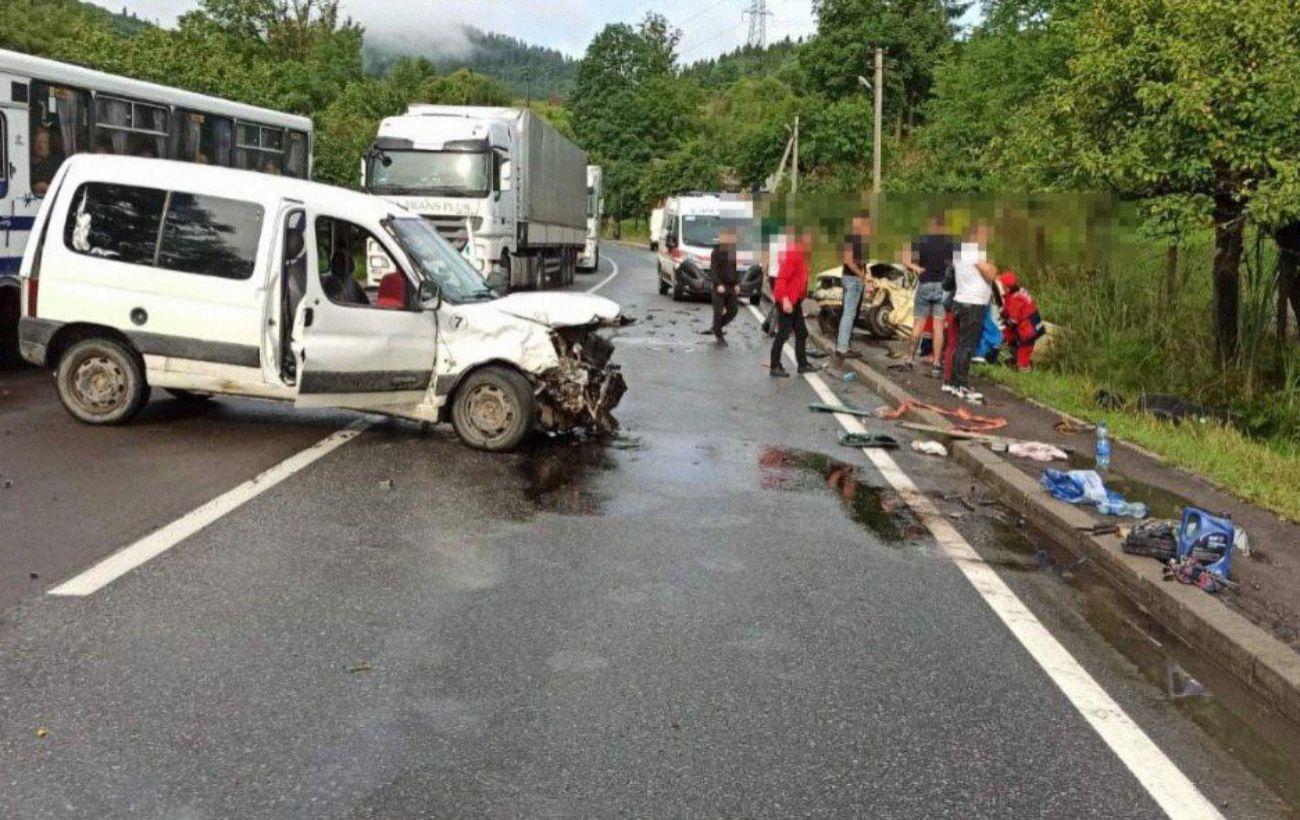 На трассе Киев-Чоп ДТП с пострадавшими: движение транспорта затруднено